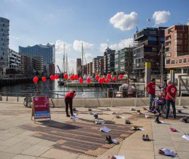 Betroffene, Angehörige und Interessierte konnten Botschaften auf Ballons schreiben, die sie mit ME/CFS verbinden