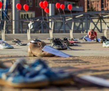 Die Schuhe stehen symbolisch für die an ME/CFS Erkrankten, die nicht selbst kommen können