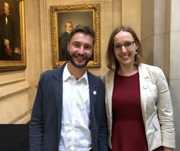 Sebastian Musch und Dr. Laura Froehlich von der Deutschen Gesellschaft für ME/CFS nehmen an der 13. Invest in ME Research International ME Conference teil